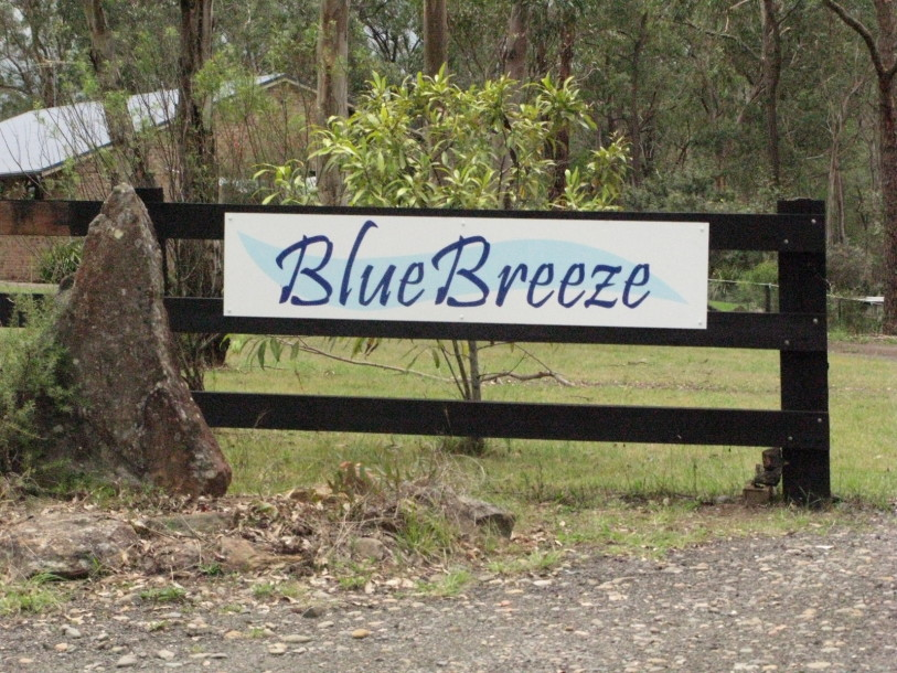sign-bluebreeze-home